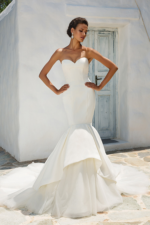 8933 Wedding Dress by Justin Alexander