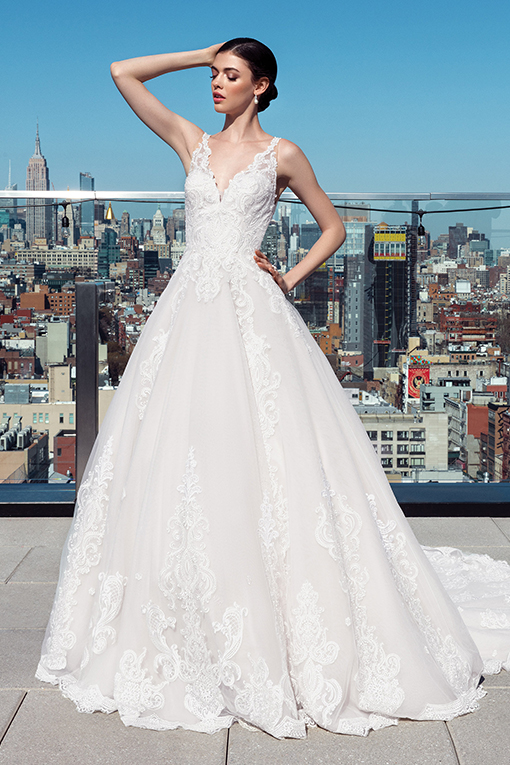 99025 Signature Wedding Dress by Justin Alexander